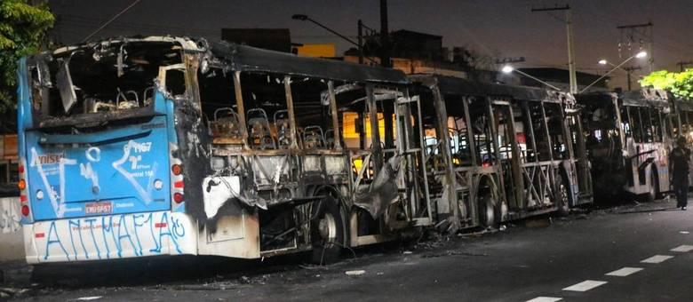 ônibus queimados