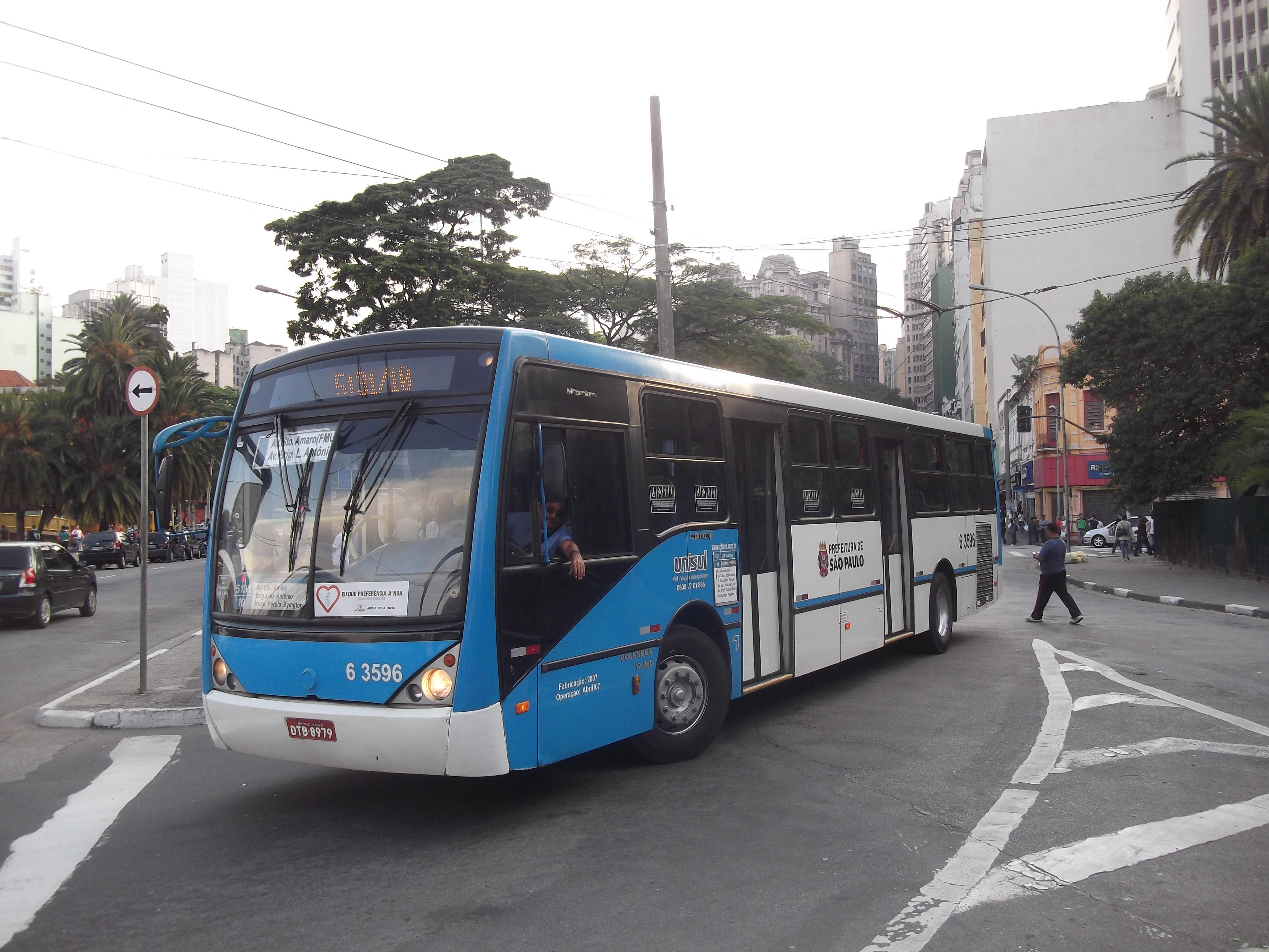 Ônibus em São Paulo devem para no final da manhã