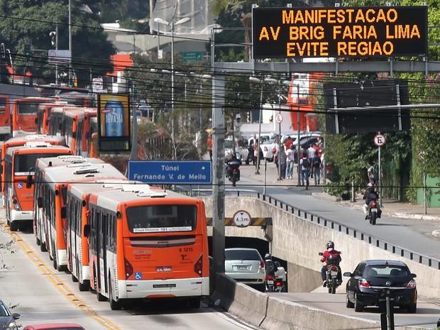 Terminais podem ser fechados e ônibus parados em corredores Foto: Marcos Bezerra/Futura Press/Estadão Conteúdo