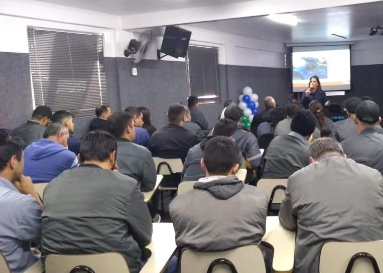 Cobradores e motoristas de ônibus com reclamações passam por requalificação em Fazenda Rio Grande