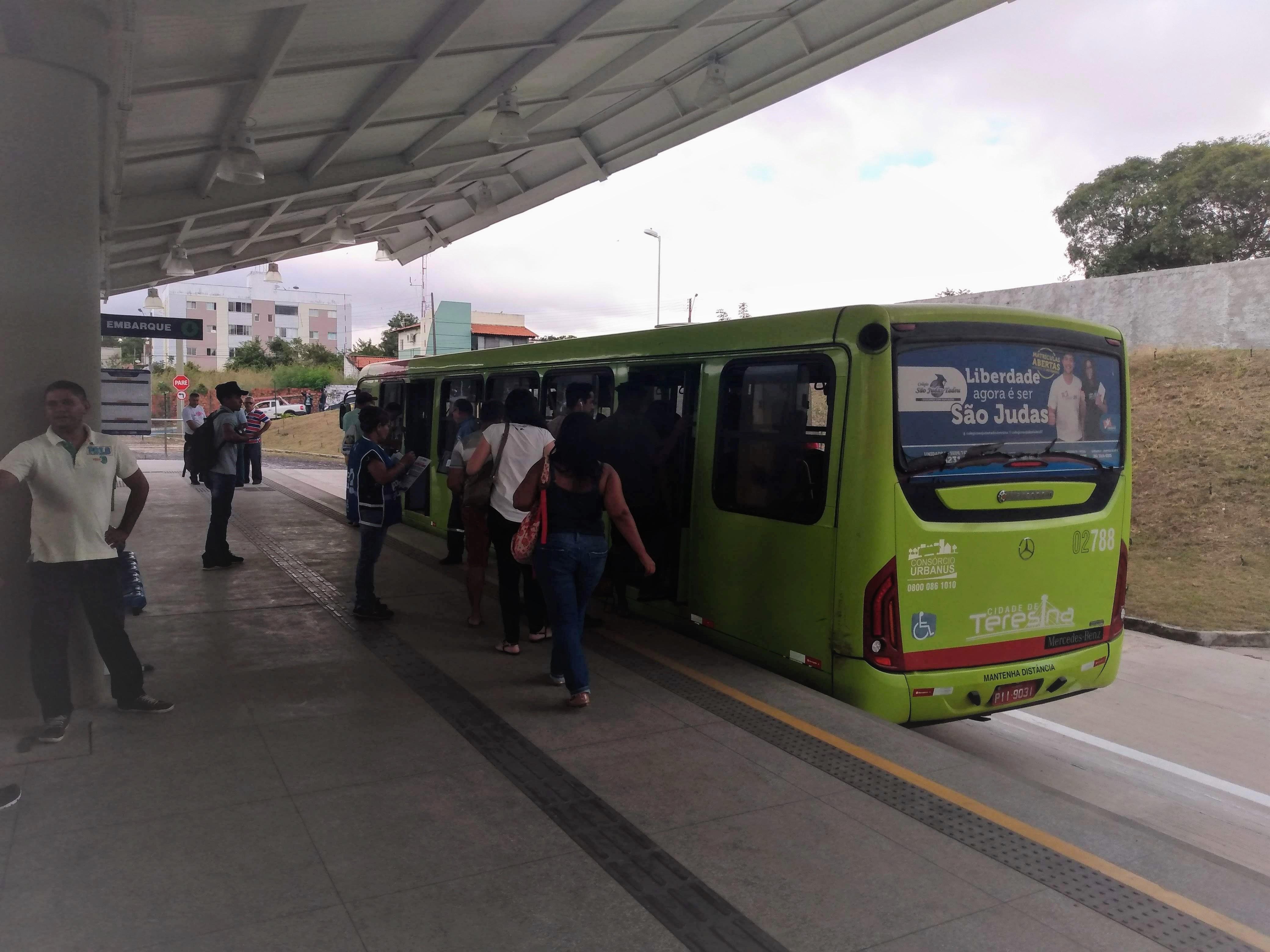 Prefeitura de Teresina anuncia criação de linha de ônibus para a Zona Leste - Adamo Bazani