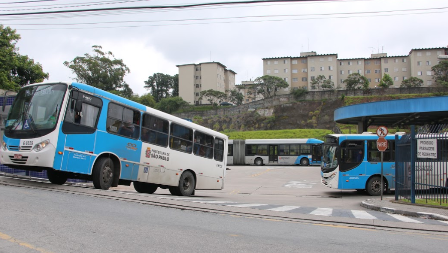 Obra motiva alteração em itinerário de linha de ônibus da capital paulista - Adamo Bazani